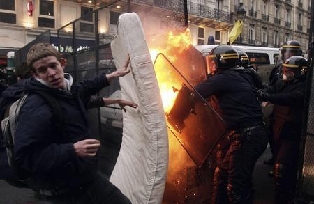 getty年度最佳:法國青年抗議首次僱傭合同