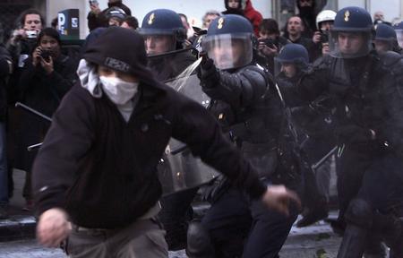 圖文:法國巴黎30萬人湧上街頭抗議首次僱傭合同