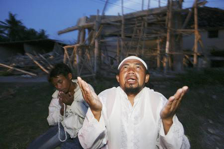 getty年度最佳:印尼東部地震