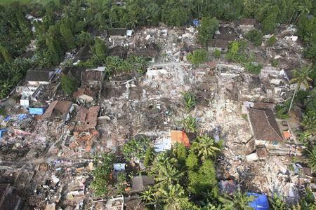 圖文:航拍地震中被毀倒塌的房屋