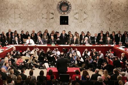圖文:阿利托在國會山回答參議員們提問