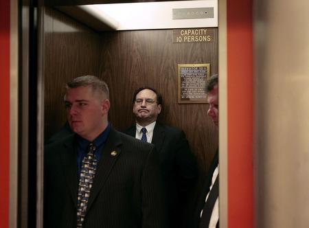 圖文:阿利托就任聯邦大法官後在電梯