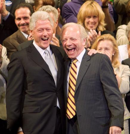 圖文:內德贏得民主黨參議員和克林頓慶祝