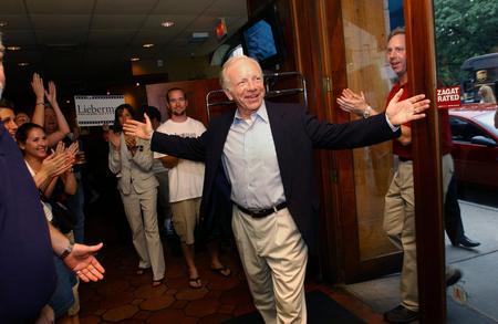 圖文:內德和支持者們慶祝民主黨參議員選舉勝利