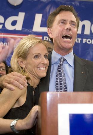 圖文:內德和妻子慶祝民主黨參議員選舉勝利