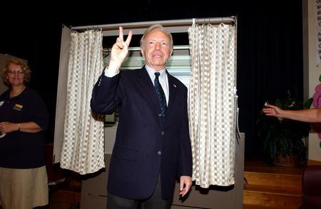 圖文:內德贏得民主黨參議員選舉勝利後致意