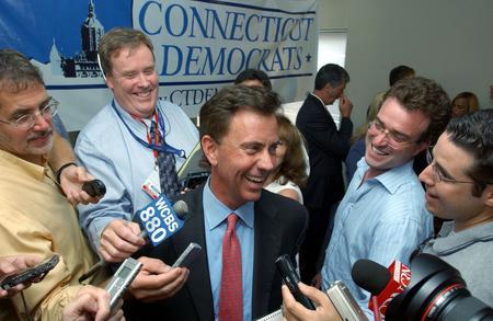 圖文:內德贏得民主黨參議員選舉勝利接收採訪