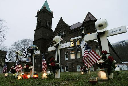 圖文:美國薩戈煤礦事故人員墓碑