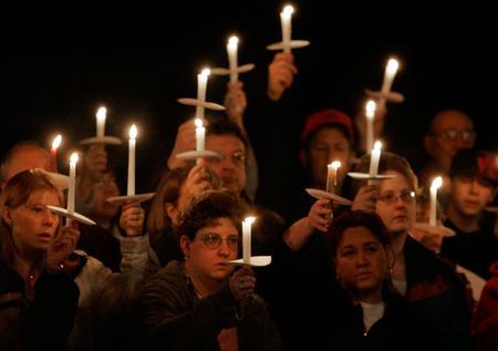 圖文:人們悼念煤礦事故人員