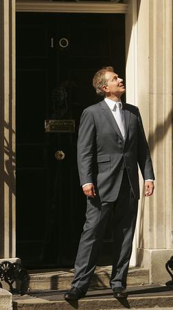 圖文:布萊爾在首相官邸門口