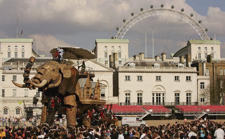 getty年度最佳:巨型機械大象亮相倫敦街頭