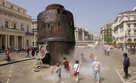 圖文:巨型機械大象亮相英國倫敦