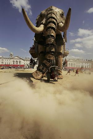 圖文:巨型機械大象亮相英國倫敦街頭