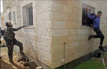 圖文:以色列極端民族主義者跳窗逃走