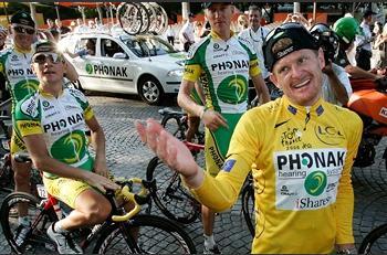 圖文:美國選手贏得環法自行車賽黃色領騎衫