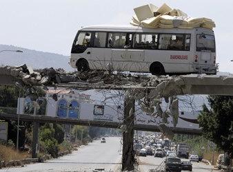 圖文:黎巴嫩公車在以黎戰爭中轉移人員