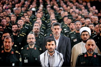 圖文:內賈德在德黑蘭與革命衛隊軍官在一起