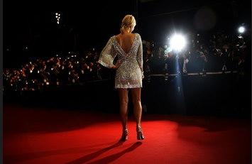 圖文:希爾頓在戛納電影節上的鎂光燈下