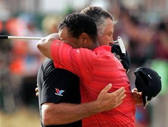 圖文:美國高爾夫選手泰戈-伍茲慶祝勝利