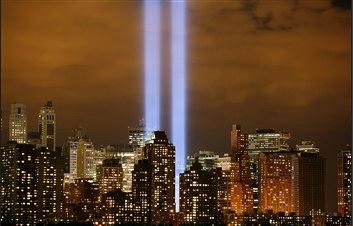圖文:美國曼哈頓大樓亮燈紀念911五週年