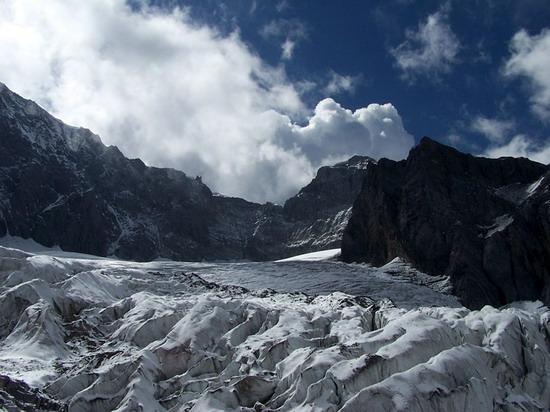 氣勢磅礡的雄偉山峰--玉龍雪山(2)