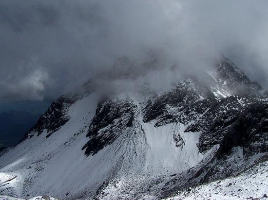 氣勢磅礡的雄偉山峰--玉龍雪山(3)