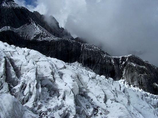 氣勢磅礡的雄偉山峰--玉龍雪山(4)