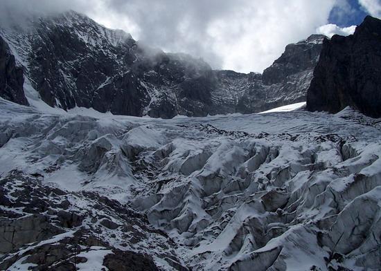 氣勢磅礡的雄偉山峰--玉龍雪山(5)