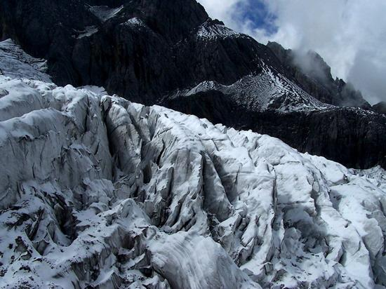 氣勢磅礡的雄偉山峰--玉龍雪山(6)