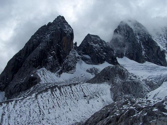 氣勢磅礡的雄偉山峰--玉龍雪山(9)
