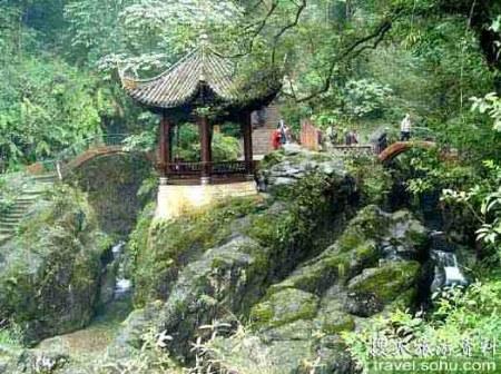 靈巖疊翠_峨眉山10大景觀