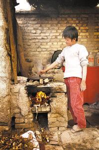 僳僳族兒童因面部被開水燙致盲