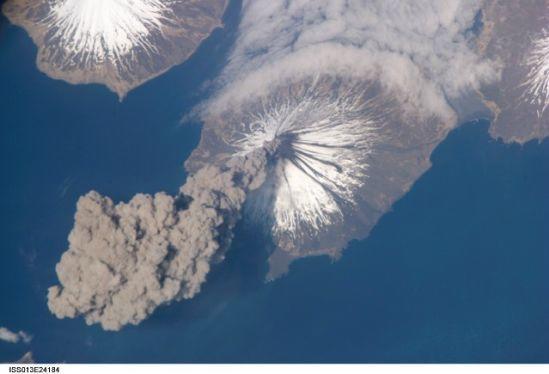 國際空間站十佳地球圖片:克利夫蘭火山噴發壯觀場面