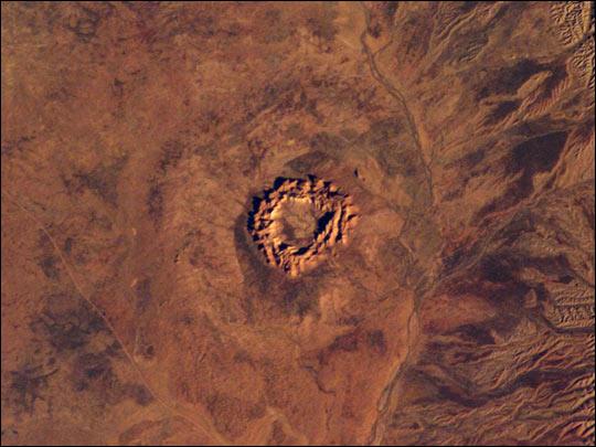 圖片:Gosses bluff 隕石坑位於澳大利亞