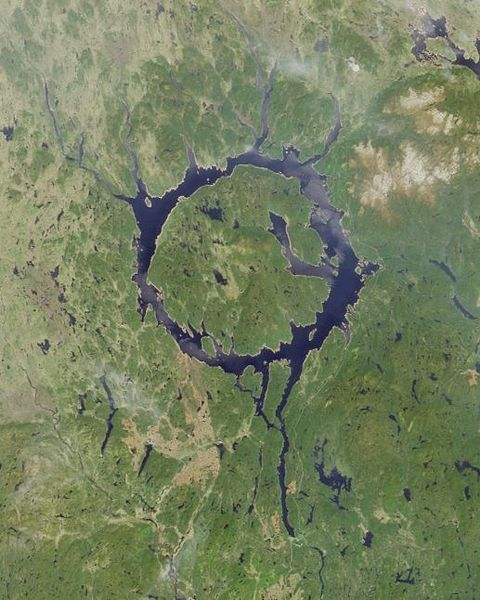 圖片:加拿大Manicouagan Reservoir 隕石坑
