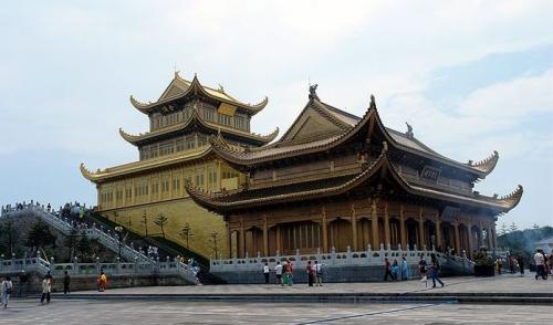 圖片:峨眉山金頂華藏寺