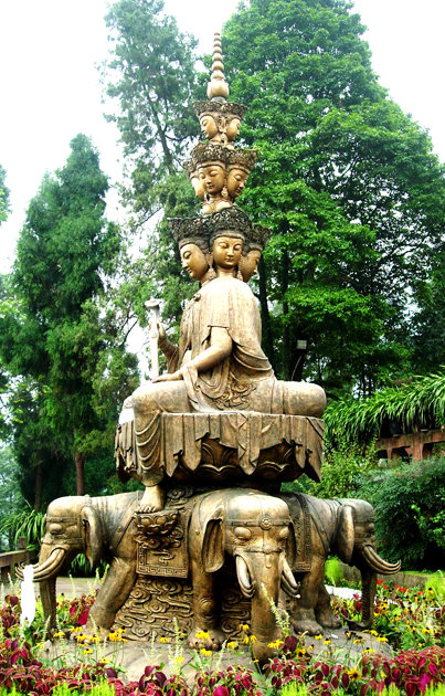 圖片:峨眉山三身佛銅像