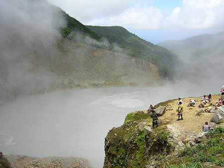 多米尼加-沸水湖