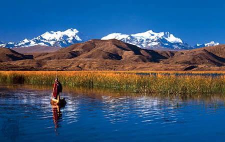 玻利維亞與秘魯交界的的喀喀湖:世界最高可駛船的湖