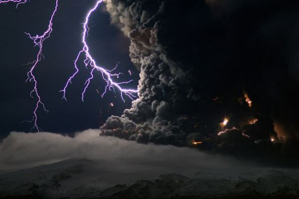 冰島火山閃電圖片