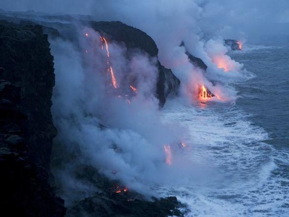 熔岩流入太平洋
