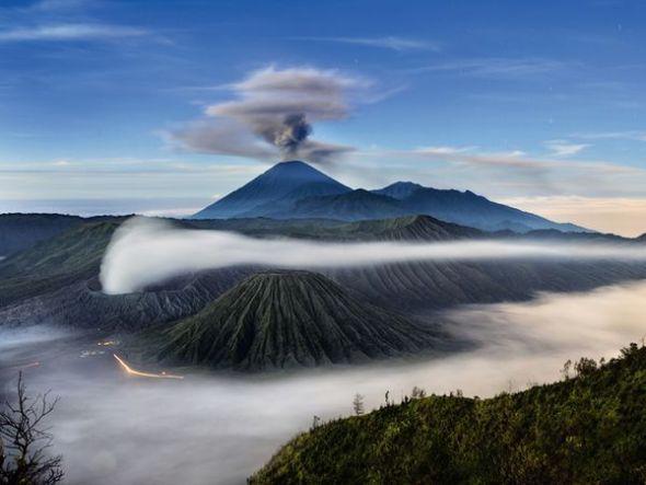 三座火山比鄰而居