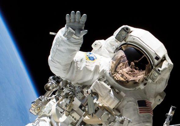 圖片:美國國家地理2010年十大太空發現-大手宇航員指甲更易脫落