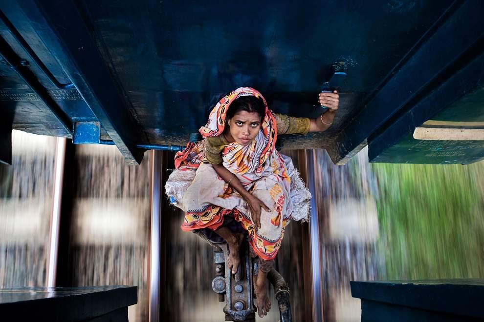 高清圖片:2010年美國國家地理攝影大賽作品-充滿危險的旅途