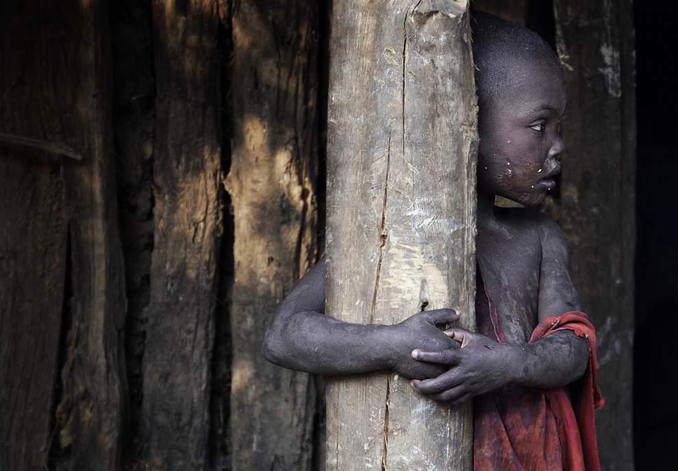 高清圖片:2010年美國國家地理攝影大賽作品-埃塞俄比亞西南部Meenit族男孩