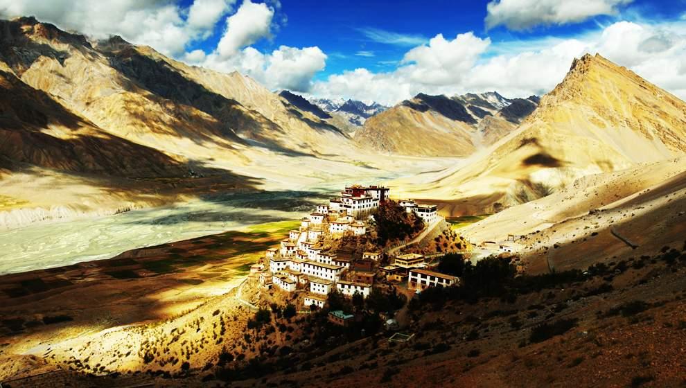 高清圖片:2010年美國國家地理攝影大賽作品-寶蓮寺 這座寺廟位於喜馬拉雅山中段的一個小村莊