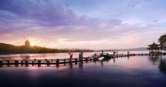美不勝收!西湖入選世界12大落日美景