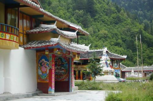 九寨溝圖片欣賞:藏族寨子