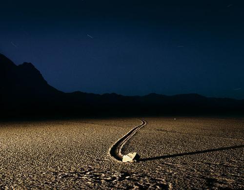 死亡谷:加利福尼亞岩石自動形成的山谷