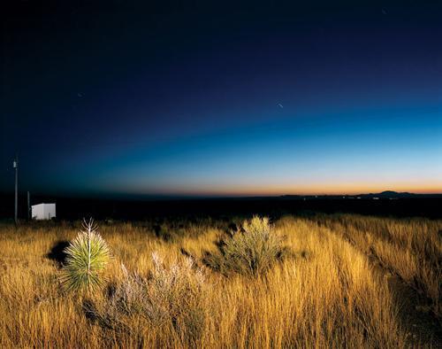 Marfa:德克薩其夜空中的日光